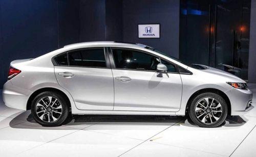 Nội thất Honda Civic 2015 gây ấn tượng mạnh khi tính thể thao và thời trang với những đường nét trau chuốt