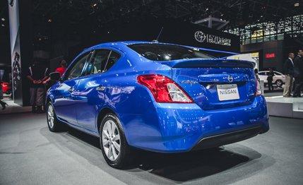 Về mặt tiêu thụ nhiên liệu, Versa 2015 chỉ tiêu thụ 7,59 lít/100 km nội thành
