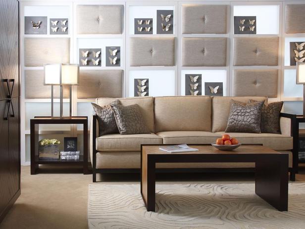 Sofa đơn giản: Ghế sofa đơn giản được thiết kế cho nhiều người ngồi, có tay vịn hai bên và thường được bọc vải hoặc da, là loại ghế phổ biến hay được sử dụng ở những phòng khách của các gia đình ngày nay.
