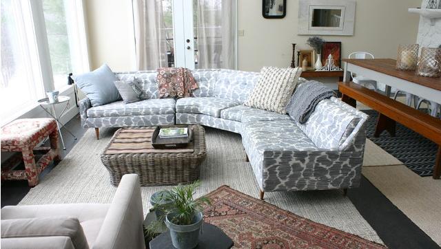 Ghế sofa phòng khách hình chữ L phù hợp để ngăn chia không gian