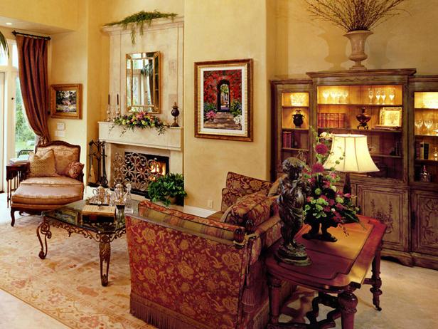 Sofa Knole: Ghế sofa Knole có nguồn gốc từ thế kỉ 17, thay vì chức năng dùng để làm chỗ ngồi thoải mái, chúng thường được sử dụng để trang trí hay chỗ ngồi cho các vị vua, quan chức của hoàng tộc. Chúng được thiết kế khác biệt với các loại sofa khác ở dáng ghế thẳng đứng cùng với tay vịn ngang hàng với lưng tựa. Ở hai bên của ghế sofa thường được trang trí hay khắc những hoạ tiết cổ điển. Thông thường, loại sofa này được bọc bởi những loại vải sang trọng với các đường nét thanh lịch, quý phái.