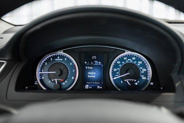 Khi so sánh ô tô, hệ thống lái của Camry được đánh giá là ổn định hơn so với Huyndai Sonata