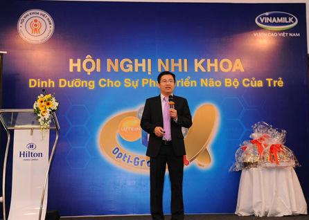 Ông Mai Thanh Việt, Giám đốc marketing ngành hàng sữa bột trong phần trình bày về chủ đề