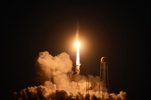 Quả tên lửa phóng lên từ bãi phóng trên đảo Wallops