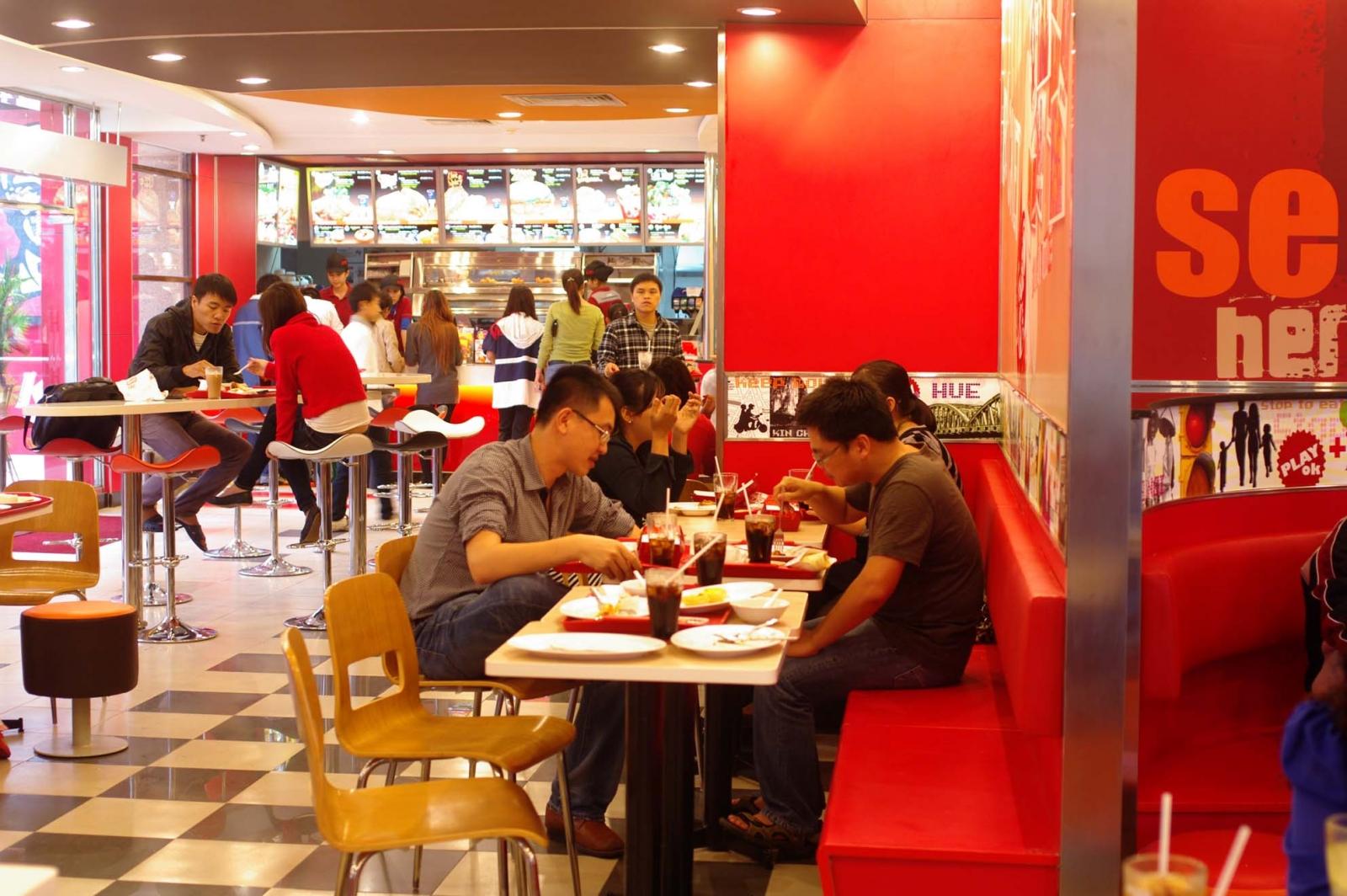 Gà rán KFC được nhiều người yêu thích nhưng cũng khiến người ta lo ngại