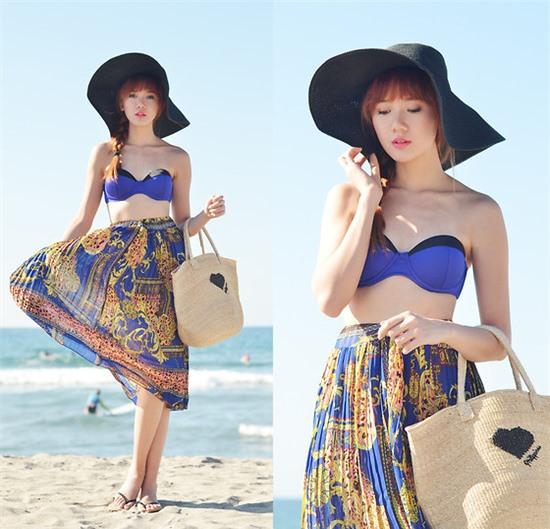 Mũ rộng vành kết hợp với váy maxi hay bikini quá hoàn hảo cho set đồ đi biển