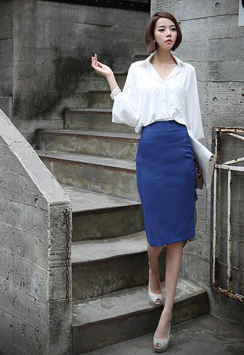 Ngoài trang phục công sở, bạn gái có thể chọn sơ mi oversize mặc đi chơi