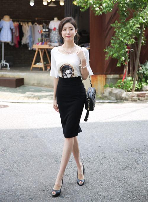 Thời trang hè tới công sở thoải mái hơn với áo phông và chân váy đen