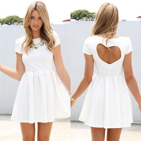 Váy hở lưng vừa sành điệu vừa quyến rũ là món đồ 'hot' trong hè này