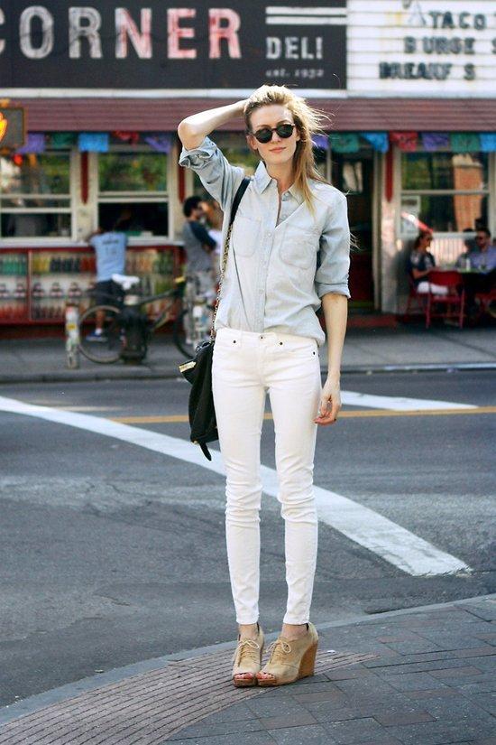 Quần jeans trắng là món đồ thời trang hè giảm nhiệt rất tốt