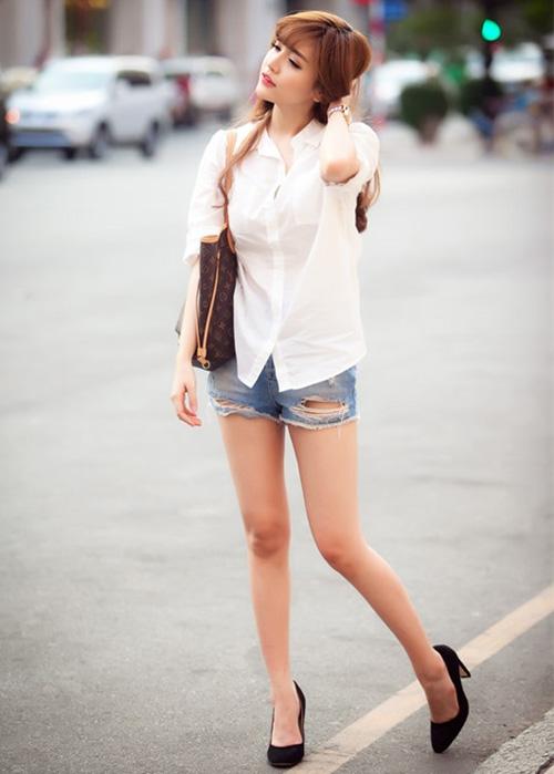 Quần short jeans là món đồ không thể thiếu với bạn gái trong mùa hè