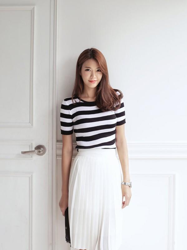 Thời trang hè của bạn gái sẽ năng động và trẻ trung hơn với họa tiết kẻ ngang