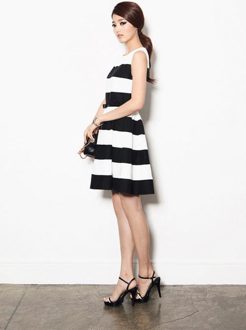 Váy liền kẻ ngang vốn là món đồ thời trang được nhiều chị em lựa chọn