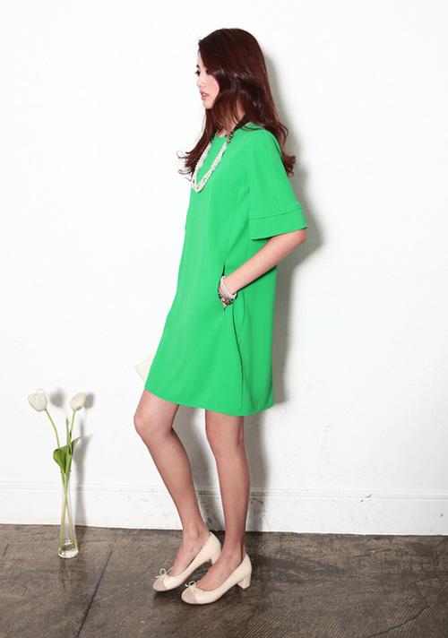 Váy suông sáng màu là một gợi ý cho thời trang Tết 2015 của bà bầu thật trẻ trung và sành điệu