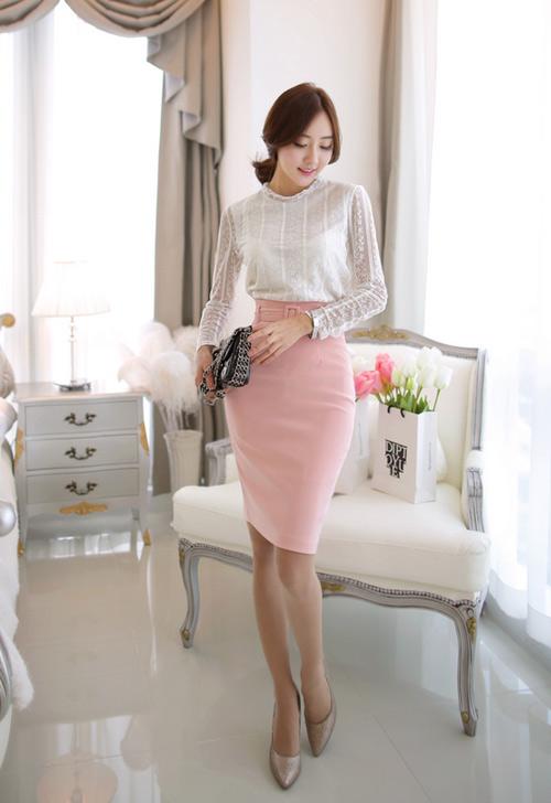 Một món đồ màu hồng là gợi ý cho thời trang công sở đầu năm mới, cũng là item 'hot' trong thời trang Tết 2015