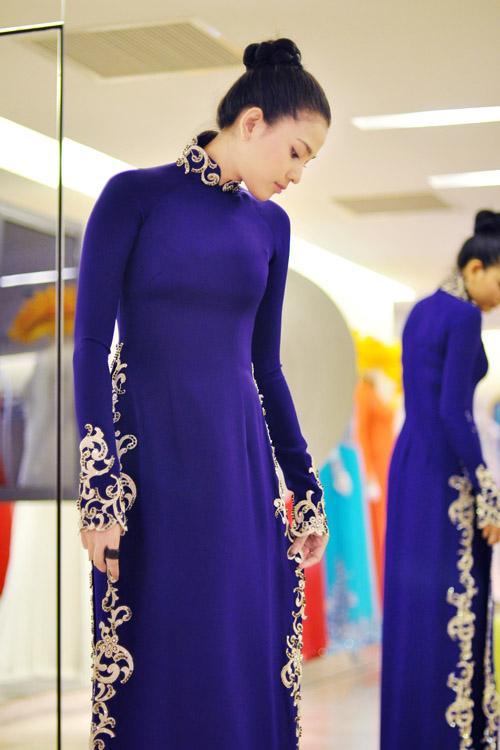 Thời trang Tết 2015 là áo dài nhung đằm thắm, dịu dàng
