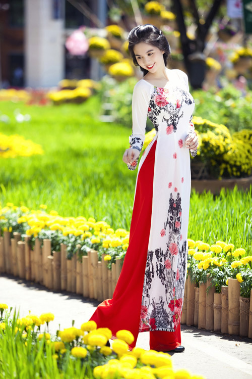 Áo dài hoa cách điệu giúp bạn gái thêm trẻ trung và duyên dáng