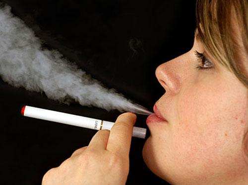 Thuốc lá điện tử cũng khiến nhiều người không bỏ được thuốc lá