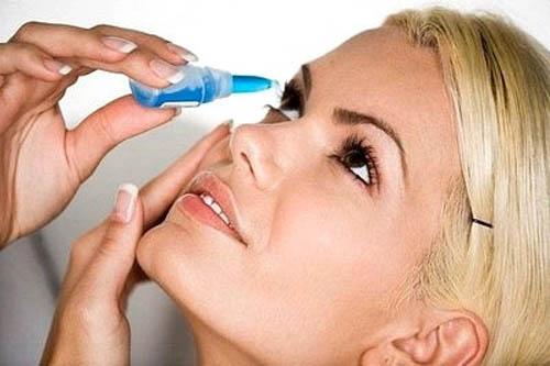 Rửa mắt sau khi bơi