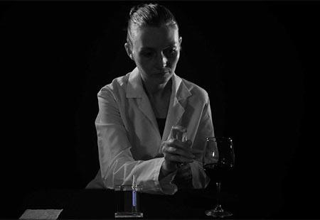 Thuốc xịt tàng hình có thể xóa bỏ hoặc ngụy tạo dấu vết để lại trên bề mặt vật dụng của một người