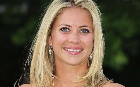 Holly Branson - Tổng tài sản: $ 5,1 tỷ. cô con gái của ông trùm Kinh doanh và đầu tư Vương quốc Anh Richard Branson. Cô hiện đang là một bác sĩ nhi khoa, hằng ngày chăm sóc cho những đứa trẻ nhiễm bệnh.