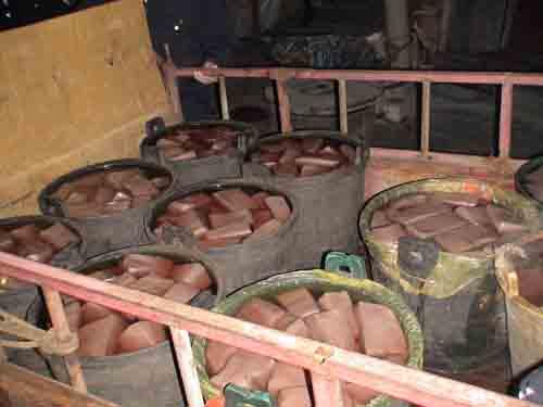 Những thùng tiết lợn bẩn, độc hại được hô biến thành tiết canh vịt thơm ngon gây nguy hiểm cho sức khỏe người tiêu thụ