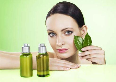 Trà xanh là một loại dầu thiên nhiên giúp làm dịu mát làn da