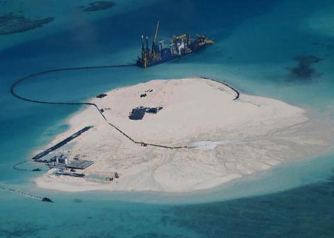 Trung Quốc xây đảo nhân tạo còn nguy hiểm hơn đặt giàn khoan ở Biển Đông