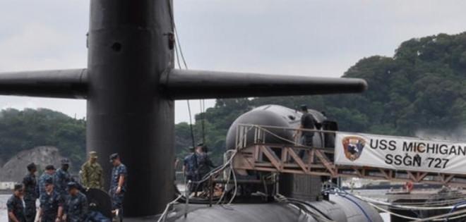 USS Michigan và USS North Carolina neo đậu ở căn cứ hải quân Changi của Singapore
