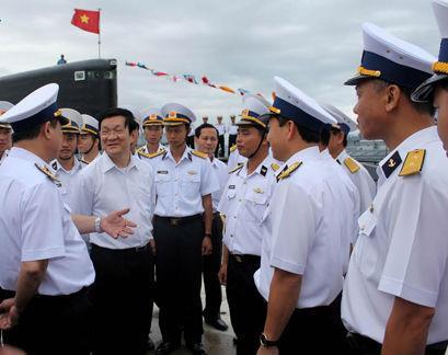 Chủ tịch nước dặn dò chiến sĩ hải đảo chú ý, phòng bị trước mọi thay đổi của tình hình Biển Đông