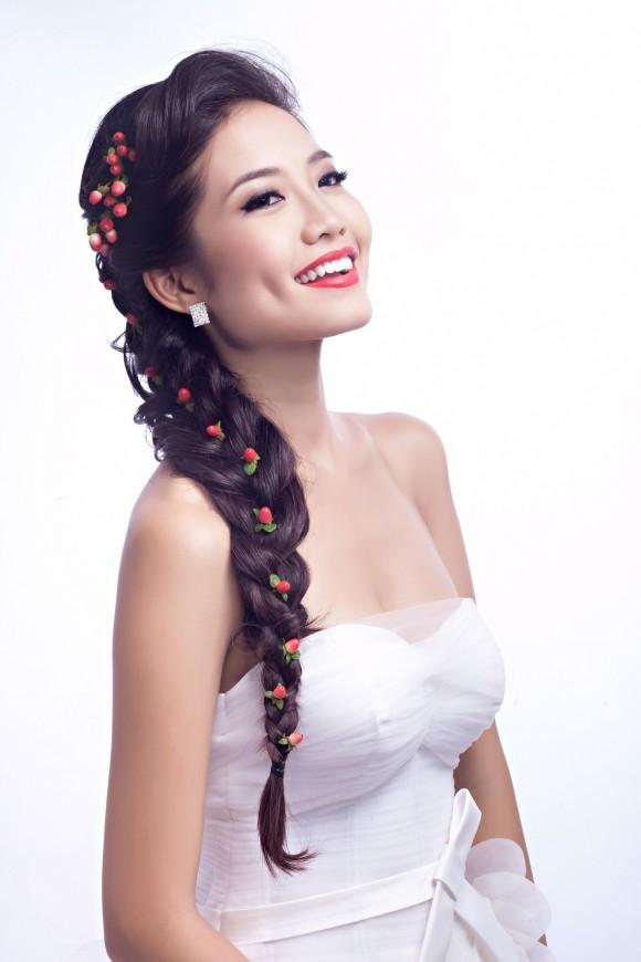 Một trong những kiểu tóc đẹp cho cô dâu phải kể đến tóc đuôi cá tết lệch