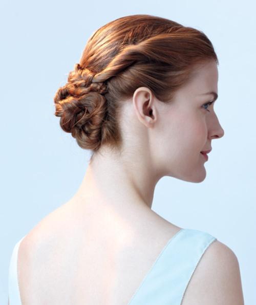 Với lọn tóc tết rồi búi lại có thể kết hợp linh hoạt với rất nhiều phong cách khác nhau