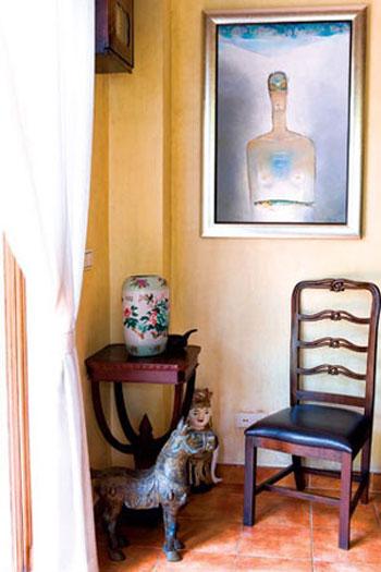 Có thể treo tranh để biến hóa góc chết trong nhà khi thực hiện việc trang trí nhà đón Tết