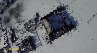 Khu nhà để máy bay giờ chỉ còn là đống gạch vụn cùng những khung sắt trơ trọi