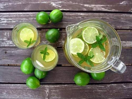 Các chuyên gia dinh dưỡng đều khuyên nên uống nước chanh ấm mỗi ngày
