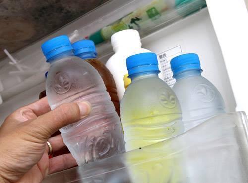 Không nên uống nước lạnh khi đang bị ốm sốt