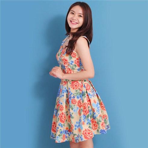 Váy xòe họa tiết sặc sỡ giúp bạn gái trẻ trung và che khuyết điểm hiệu quả