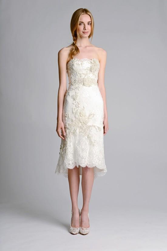 Váy cưới ngắn giúp che đầu gối và tạo đường cong cho cơ thể là một trong những bộ váy cưới hot nhất năm 2014