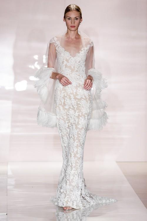 Váy cưới kết hợp với áo choàng cũng là mẫu váy hot năm 2014