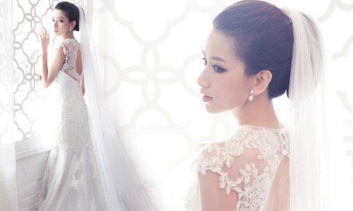 Váy cưới ren nửa kín nửa hở tạo nên sức quyến rũ cho cô dâu