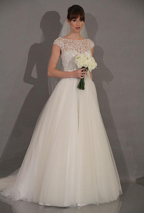 Dáng người đầy đặn nên chọn váy tối giản hóa tuyệt đối các họa tiết