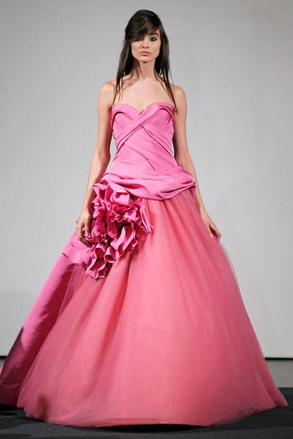 Váy cưới Vera Wang 2014 mang sắc hồng chủ đạo