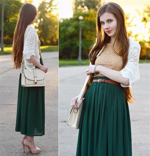 Chân váy maxi và áo cardigan rất thích hợp với những cô nàng thích phong cách vintage