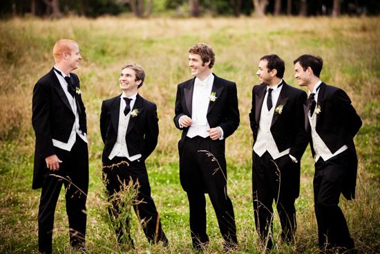 Vest ngắn đuôi tôm góp phần tạo nên sự đa dạng cho bộ sưu tập vest cưới hot nhất 2014