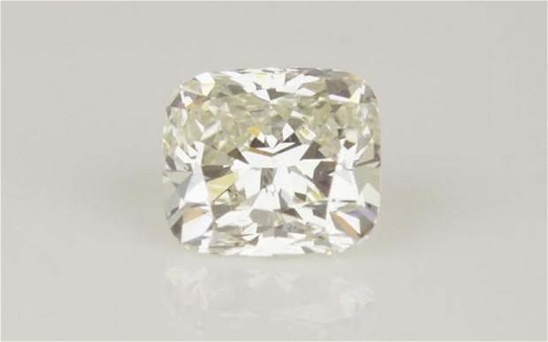 Viên kim cương trắng trị giá 18 nghìn đô la Mỹ đã mất tích trong suốt 4 tháng