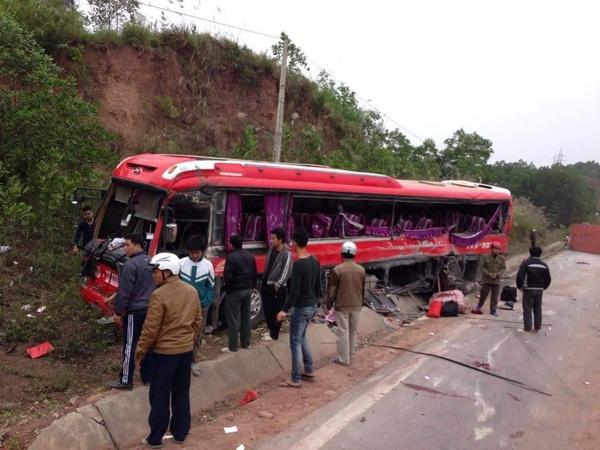 Tai nạn giao thông khiến nhiều người chết, gia đình người thân đau khổ