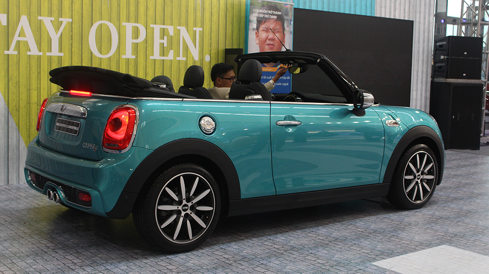 xe mini cooper s convertible mui tr n ch o th tr ng vi t. Black Bedroom Furniture Sets. Home Design Ideas