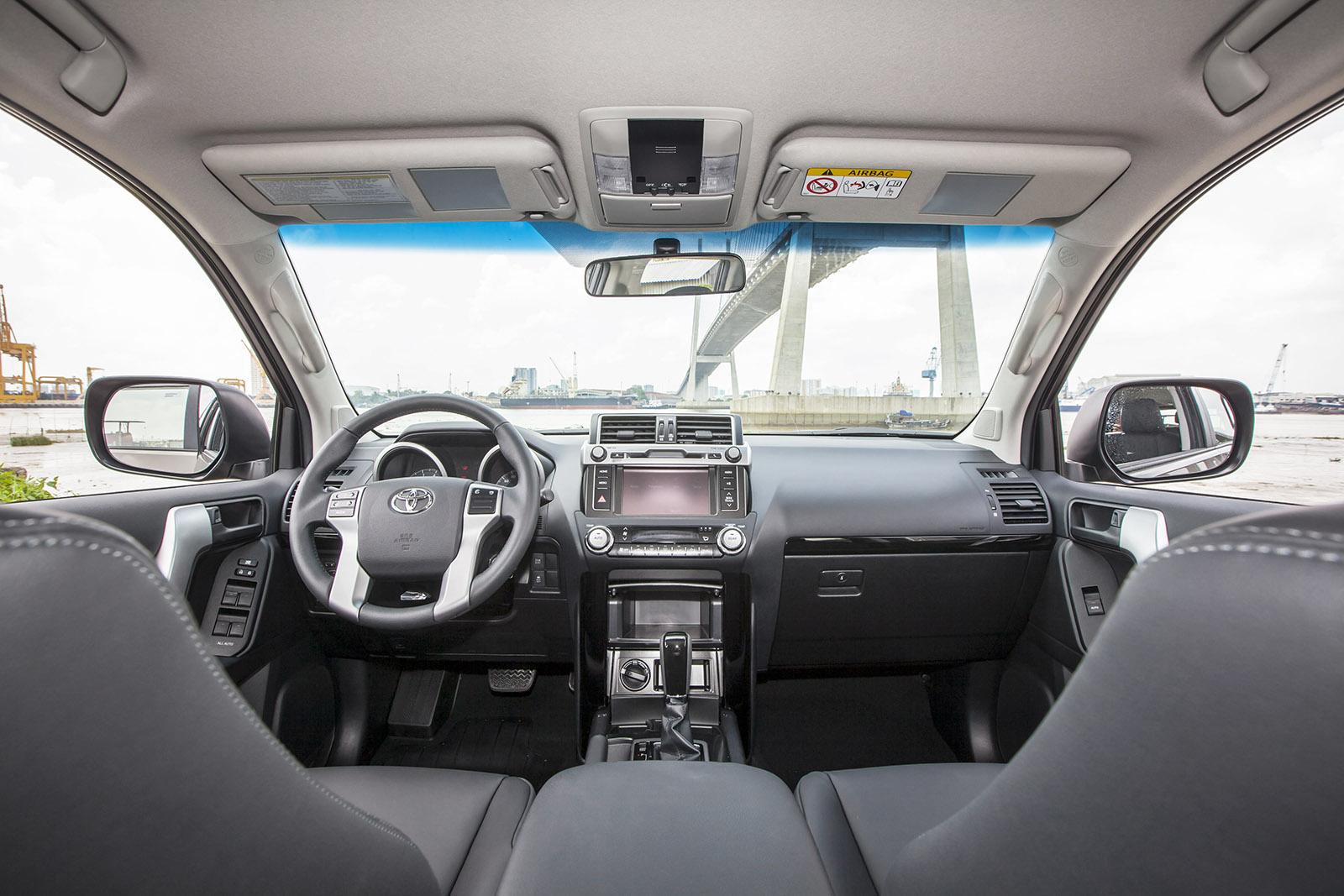 Không gian nội thất của Land Cruiser Prado 2015 gây ấn tượng mạnh