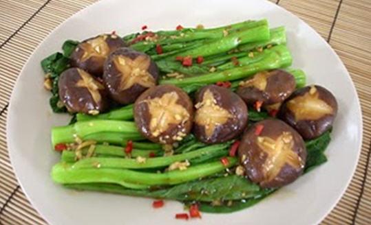 Nấm xào cải xanh thích hợp với người bị tiểu đường kèm mỡ máu cao