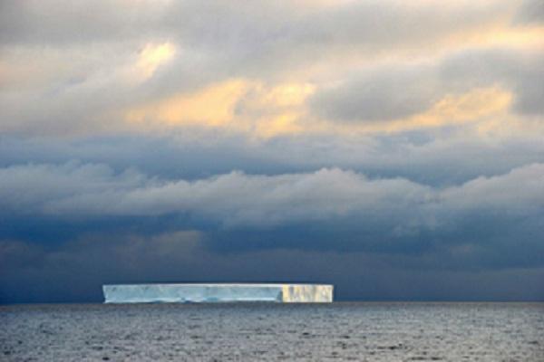 Nhóm nghiên cứu JOIDES chụp hình ảnh này trên đường băng qua gần Nam Cực.  Ảnh: Theo JOIDES